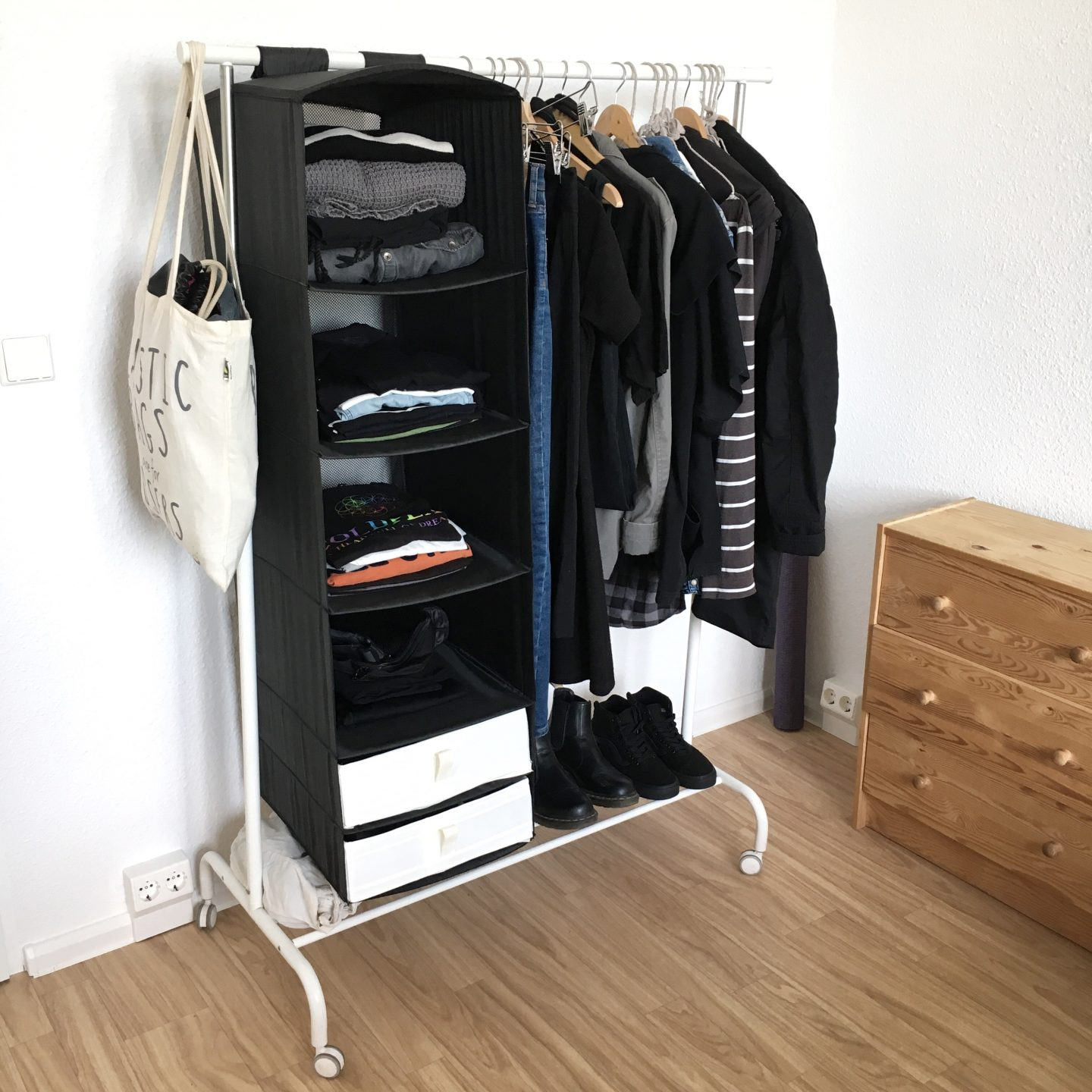The wardrobe diaries #6 : how to declutter your wardrobe